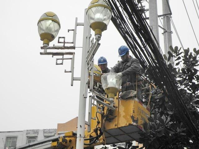 路灯,灯杆,接线等照明设施进行了全面细致的检查和维